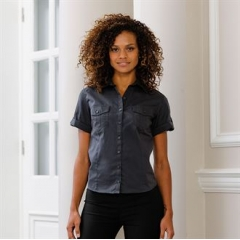 Women's roll-sleeve short sleeve shirt