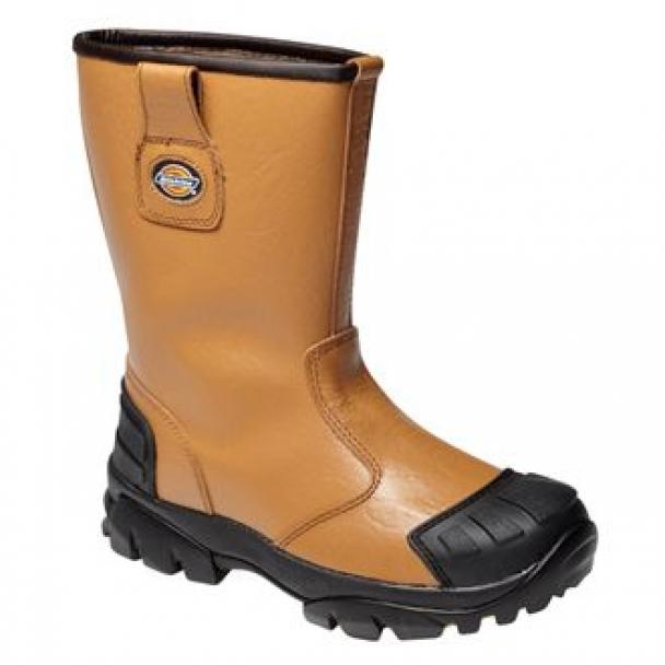 Scuff cap rigger boot